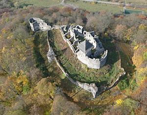 Съемка с дрона Аэрофотосъемка Невицкий замок в селе Камяница Закарпатская область Украины, в 12 км от Ужгорода