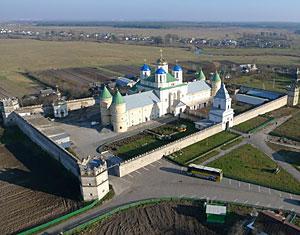 Съемка с дрона Аэрофотосъемка Острожский монастырь. Ровенская область Украина