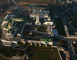 Аэрофотосъемка с дрона Свято-Успенской Почаевская лавра. Тернопольская область, Украина