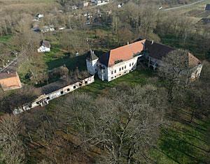 Аэрофотосъемка с дрона Поморянский замок. Золочевский район, Львовская область, Украина