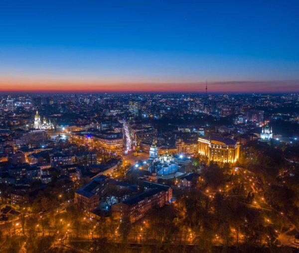 Ночная съемка Киева с дрона. Вид на владимирский монастырь и Софийский собор